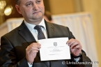 Igor Dodon shows his ballot with the candidate's name erased
